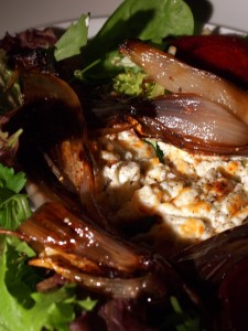 Grilled goats' cheese with balsamic shallots