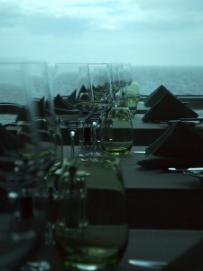 Table setting, Blu