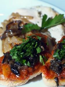 Poulet Antiboise, crostini